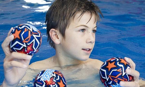 Καλοκαιρινά παιχνίδια για αγόρια και κορίτσια μέσα στο νερό