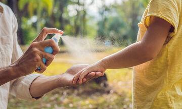 Κουνούπια τέλος: Έτσι θα φτιάξετε αντικουνουπικό σπρέυ με φυσικά & οργανικά υλικά (vid)