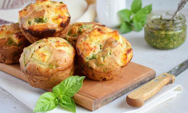 Συνταγή για αλμυρά muffins με σπανάκι & τυρί - Ένα υγιεινό σνακ για όλους (vid)