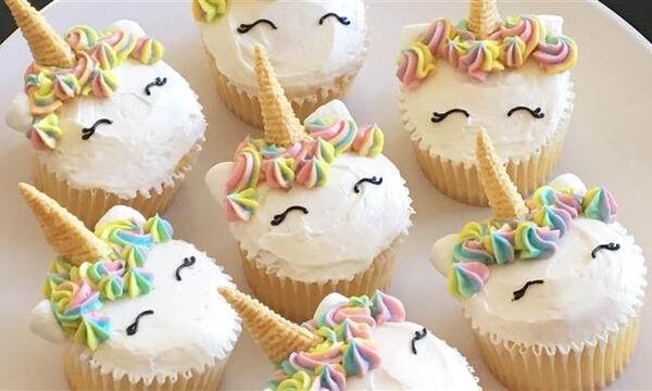 Παιδικό πάρτι; Ετοιμάστε εντυπωσιακά unicorn cupcakes! (vid)