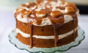 Συνταγή για ένα ξεχωριστό κέικ banoffee με καραμέλα (vid)