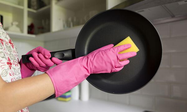Αυτό είναι το κόλπο για να κάνετε τις κατσαρόλες σας σαν καινούριες (vid)