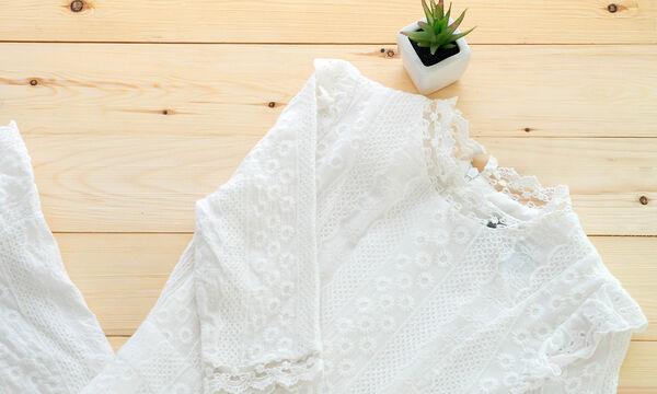 Κίτρινοι λεκέδες στα λευκά ρούχα; Αυτό είναι το κόλπο για να τους αφαιρέσετε!