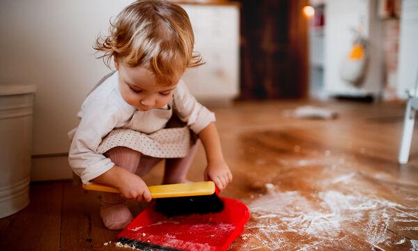 Κάντε τις δουλειές του σπιτιού παιχνίδι ανάλογα με την ηλικία του παιδιού σας (pics)