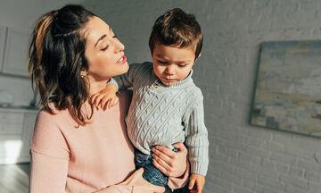 Πέντε πράγματα που πρέπει να σταματήσετε να λέτε στα νήπια παιδιά σας (pics)