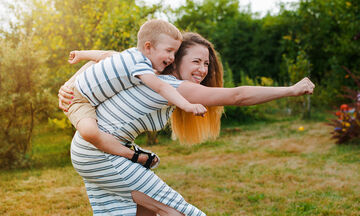 «Πώς θα γίνω σωστό πρότυπο για το παιδί μου;» 5 απλές πρακτικές της καθημερινότητας
