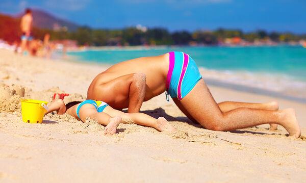 Η ζωή στην παραλία πριν και μετά τα παιδιά - Ξεκαρδιστικό βίντεο (vid)