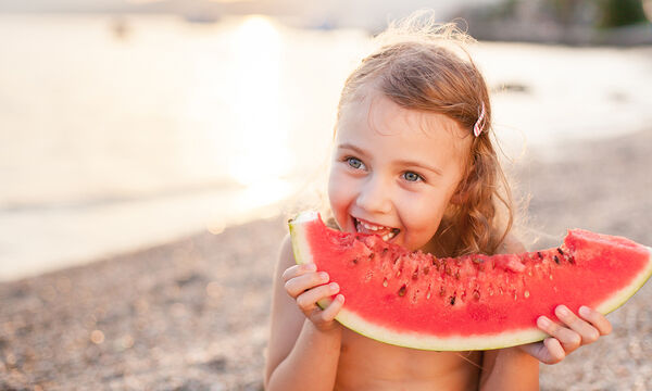 Ποιες τροφές δίνουν ενέργεια στα παιδιά το καλοκαίρι (vid + pics)