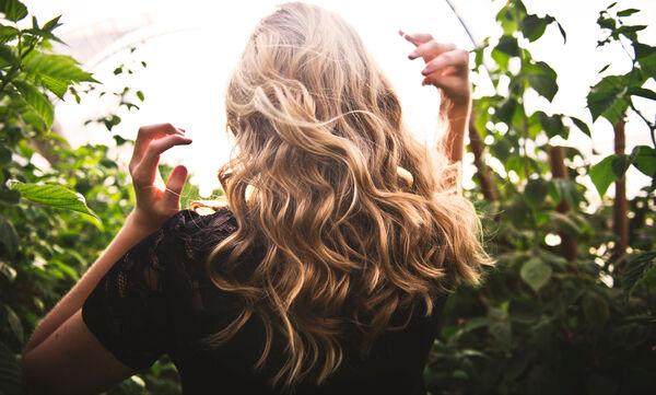 Πώς να δώσεις όγκο στα μαλλιά σου; (video)