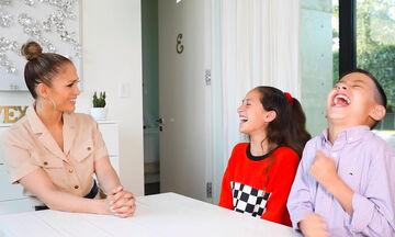 JLo: Τη στρίμωξαν τα δίδυμα και της έκαναν συνέντευξη - Ό,τι καλύτερο θα δείτε σήμερα (vid)