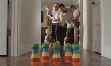 Πώς ειναι η καθημερινότητα με 4 παιδιά κάτω των τριών ετών; - Το βίντεο που έγινε viral (vid)