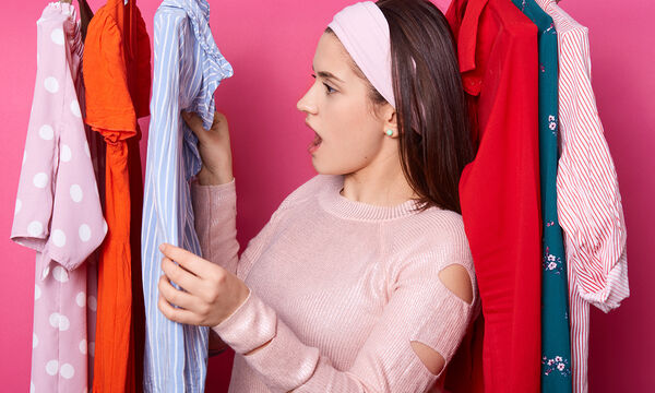 Δύσκολοι λεκέδες στα ρούχα: Εύκολα tips για να τους αφαιρέσετε αποτελεσματικά (vid)