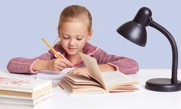 Προκαλούν τα προβλήματα λόγου και ομιλίας των μικρών παιδιών μαθησιακές δυσκολίες; (vid)