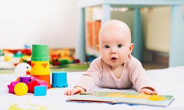 Εφτά λόγοι για τους οποίους είναι σημαντικό να διαβάζετε στο μωρό σας  (pics)