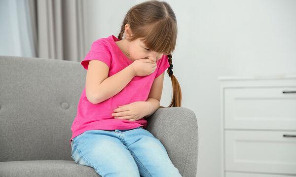 Σαλμονέλα: Συμπτώματα που μπερδεύουν και πότε να πάτε το παιδί άμεσα στο γιατρό