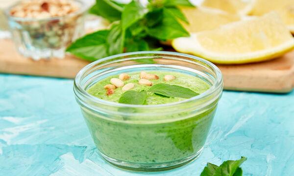 Πέστο βασιλικού με σπανάκι- Η πανεύκολη συνταγή για να το φτιάξετε (vid)