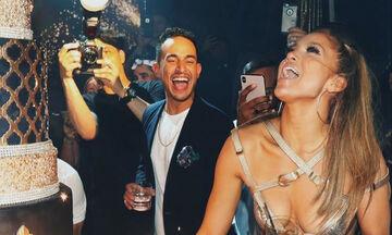 Jennifer Lopez: Το εντυπωσιακό δώρο για τα 50ά γενέθλιά της και η συγκίνηση στο πάρτι (vid)