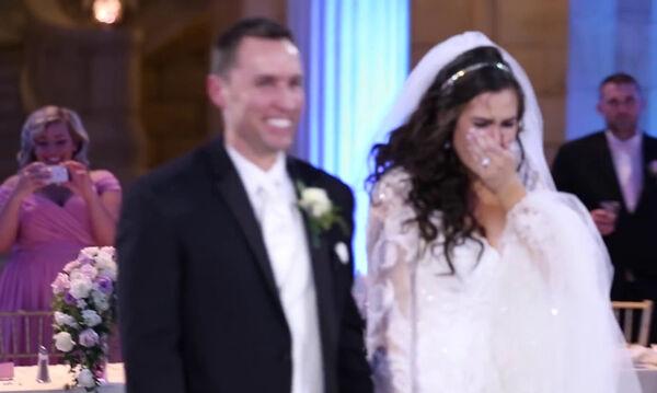 Αυτή η νύφη νόμιζε ότι ο πρώτος χορός καταστράφηκε... Δείτε τι έγινε στη συνέχεια (vid)