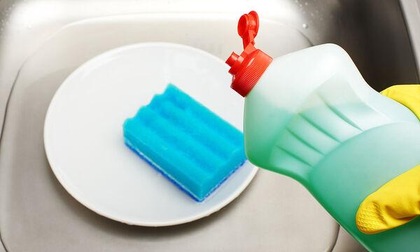 10 χρήσεις του απορρυπαντικού για τα πιάτα που δεν γνωρίζατε