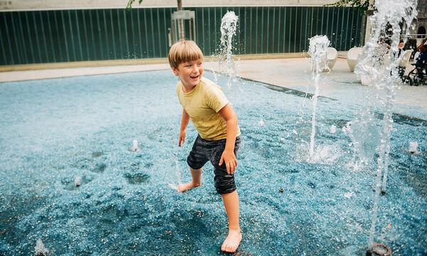 Προστατεύοντας τα παιδιά από τη ζέστη: Συμβουλές για γονείς
