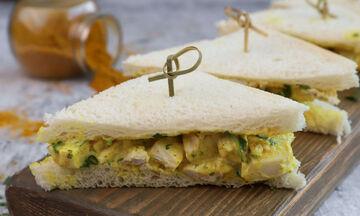 Coronation chicken sandwich - Μια αλλιώτικη συνταγή για σάντουιτς με κοτόπουλο