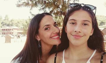 Νόνη Δούνια: H απίστευτη βουτιά με τα παιδιά της στις Σπέτσες (pics)