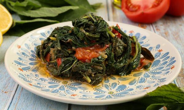 Συνταγή για σαλάτα βλήτα με ντομάτα και κρεμμύδι