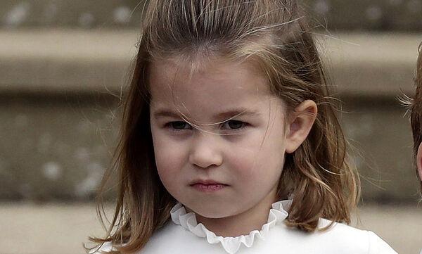 Η πριγκίπισσα Charlotte βγάζει γλώσσα! Η φώτο που κάνει το γύρο του διαδικτύου (pics)
