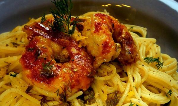 Μακαρόνια με γαρίδες σε κρασί και σκόρδο (pics)