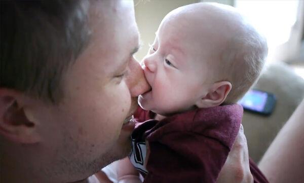 «Όταν το μωρό πεινάει...» - Ένα απολαυστικό βίντεο που πρέπει να δείτε (vid)