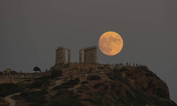 Τα 10 εντυπωσιακότερα κλικ της πανσέληνου από την Ελλάδα και τον κόσμο