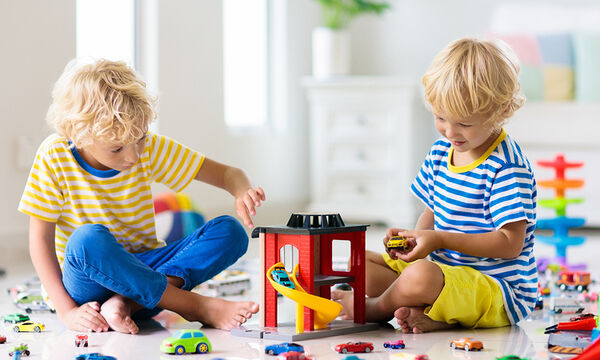 Αυτό το σκαμπό δραστηριοτήτων για παιδιά θα σας ενθουσιάσει