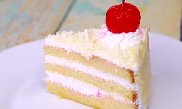 Τέσσερις εύκολες τούρτες γενεθλίων που μπορείτε να φτιάξετε μόνοι σας (vid)