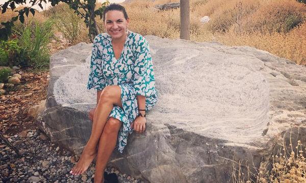 'Ολγα Κεφαλογιάννη: Φορώντας μαγιώ και καφτάνι, έφτιαξε φανουρόπιτα (pics)