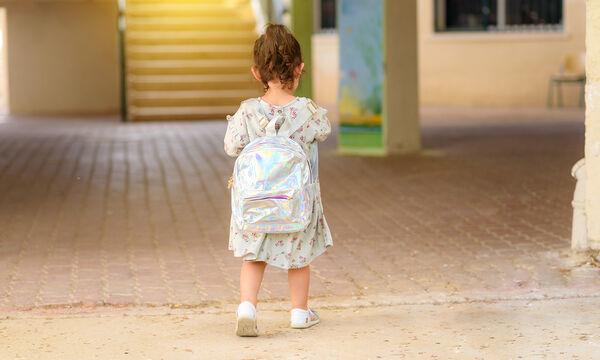 Πρώτη μέρα στο σχολείο - Αυτή η μικρή έβγαλε την ωραιότερη φωτογραφία (pic)