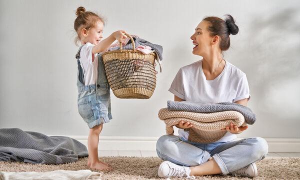 Έξι εύκολες δουλειές του σπιτιού που μπορούν να κάνουν τα νήπια