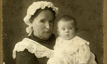 Πώς τάιζαν οι μαμάδες στο παρελθόν -και πριν εφευρεθεί το έτοιμο γάλα- τα μωρά που δεν θήλαζαν