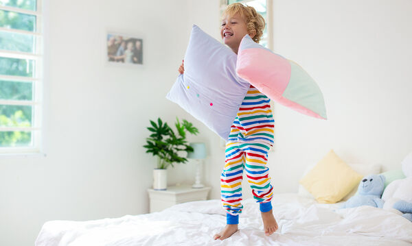 Τέσσερα tips για να μάθετε στο μικρό σας να στρώνει μόνο του το κρεβάτι του