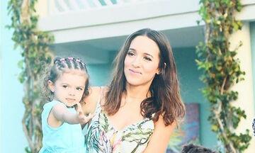 Καλομοίρα: Δημοσίευσε φωτογραφία από την πρώτη μέρα της κόρης της στον παιδικό (pics)