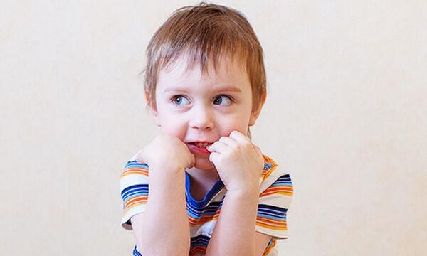 «Το παιδί μου τρώει τα νύχια του» - Δείτε πώς θα βάλετε τέλος σε αυτήν τη συνήθεια