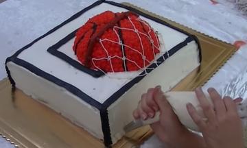 Υπέροχη τούρτα γενεθλίων για τους μικρούς λάτρεις του μπάσκετ (vid)