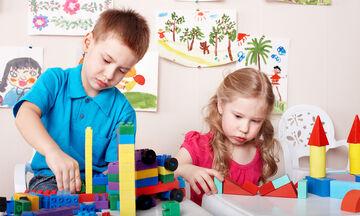 'Εξι τρόποι για να μάθετε στο παιδί να μοιράζεται