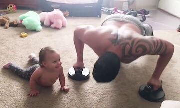 Αυτά τα μωράκια προσπαθούν να κάνουν γυμναστική και το θέαμα είναι ξεκαρδιστικό (vid)