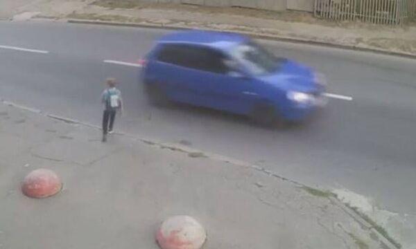 Αυτοκίνητο χτυπά με δύναμη παιδί - Η συνέχεια είναι αδιανόητη (vid)