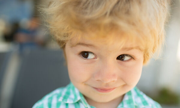 Ντροπαλό παιδί στο σχολείο; Πέντε τρόποι για να το βοηθήσετε να βρει την αυτοπεποίθησή του