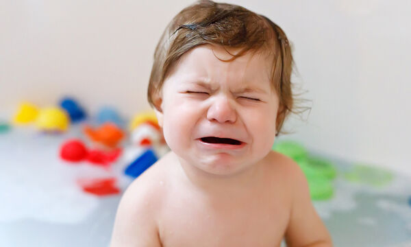 Δέκα τρόποι για να σταματήσετε τη γκρίνια του μωρού (vid)