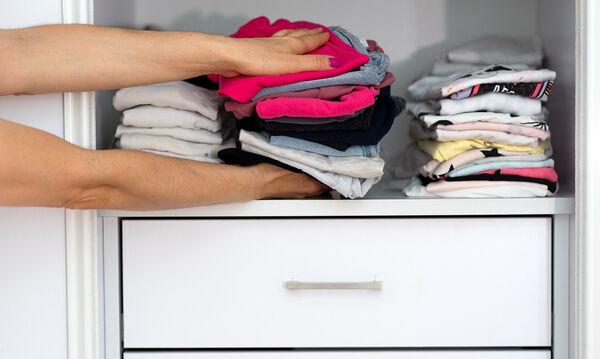 Tips για να διατηρείτε την ντουλάπα του παιδιού σας οργανωμένη και τακτοποιημένη (vid)