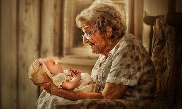 H μοναδική σχέση γιαγιάδων & παππούδων με τα εγγόνια τους μέσα από υπέροχες φωτογραφίες (pics)
