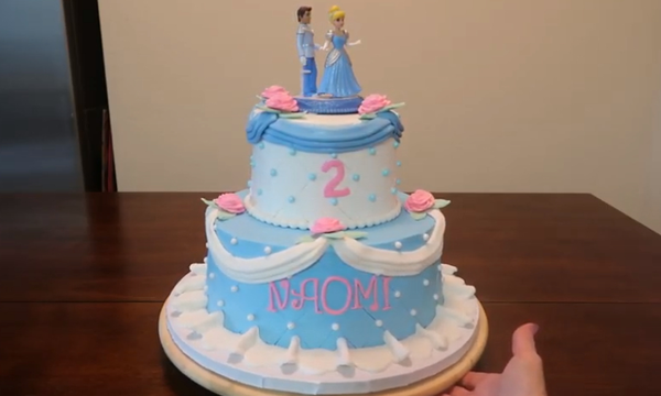 Υπέροχη τούρτα Σταχτοπούτα για τη μικρή σας πριγκίπισσα - Δείτε πώς θα τη φτιάξετε (vid)