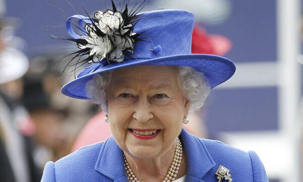 9 πράγματα που απαγορεύεται αυστηρά να κάνει όποιος συναντά τη βασίλισσα Ελισάβετ από κοντά (vid)